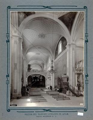 Vista hacia el coro en la iglesia de la Asunción en Aoan