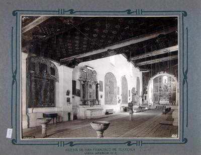 Nave principal, altares laterales y altar Mayor de la Iglesia de San Francisco