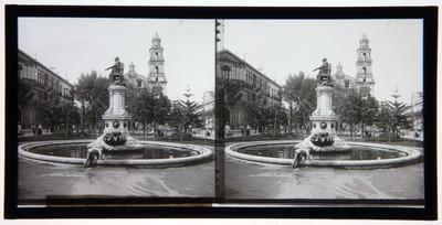 Estatua de la Corregidora. - Jardín de Santo Domingo. - México