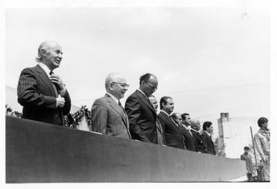 Luis Echeverría reunido con diplomáticos y secretarios de estado, durante ceremonia de inaguración