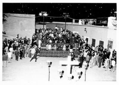 Espectadores en la Plaza de San Roque, visita de los Reyes de España