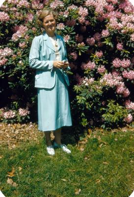 Mujer en jardin, retrato