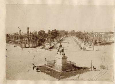 Monumento a Carlos IV y Paseo de la Reforma, paisaje
