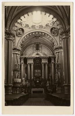 Altar principal de una iglesia, tarjeta postal