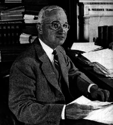 Harry S. Truman en una oficina, retrato