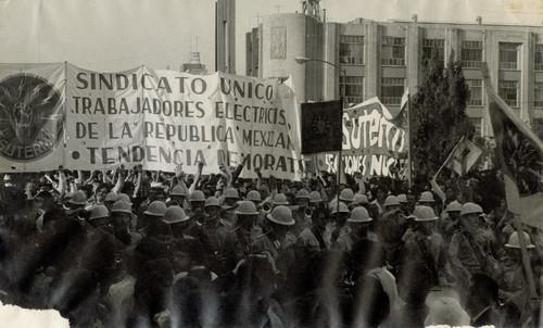 Manifestación del Sindicato Único de Trabajadores Electricistas de la República Mexicana por la Tendencia Democrática