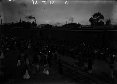Tropas federales en el momento de embarcarse en la estación de Buenavista