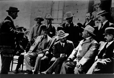 Francisco I. Madero acompañado de los principales jefes de la revolución