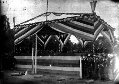 Porfirio Díaz y diplomáticos presencian prácticas militares