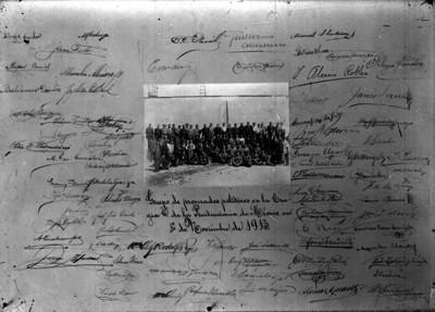 Documento con fotografía y firmas de miembros del XXVI Congreso de la Unión recluidos en la Penitenciaría del D.F. a consecuencia del golpe de Estado del 10 de octobre de 1913
