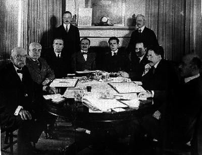 Comisionados mexicanos y norteamericanos durante conferencias en los Estados Unidos, retrato de grupo
