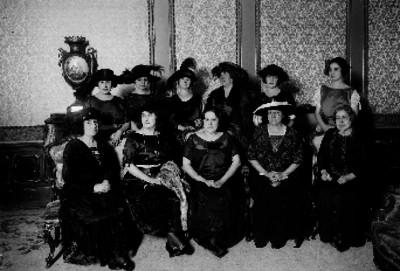 María Tapia de Obregón y esposas de embajadores, retrato de grupo