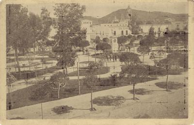 Gente en plaza de Toluca, vista general