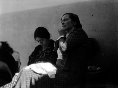 La madre Concepción Acevedo de la Llata con otra mujer