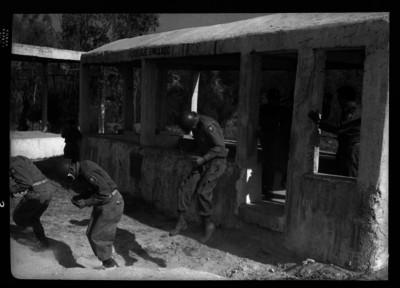 Soldados realizando ejercicios militares