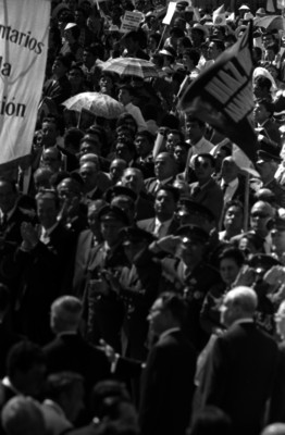 Gustavo Díaz Ordaz y comitiva en una ceremonia