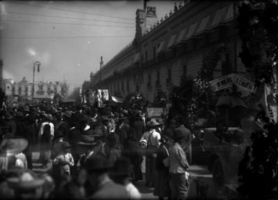 Manifestación por la muerte de Francisco I. Madero en la Plaza de la Constitución