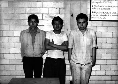 Delincuentes en una comisaría, retrato de grupo