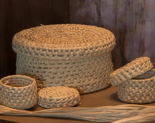Canastos tejidos de palma