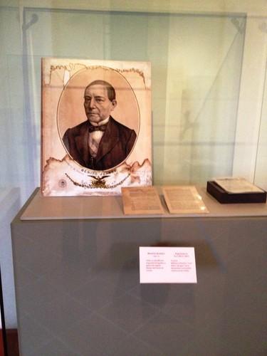 Retrato de Benito Juárez y página del periódico La Cruz