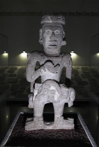 Escultura del Señor Yelmo de Serpientes