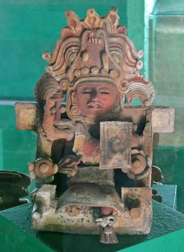 Mujer trono Xochitécatl