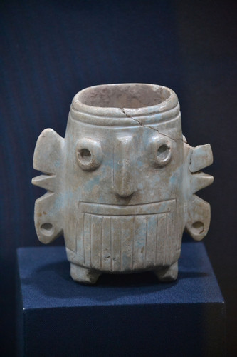 Vaso trípode con la representación del Dios Tláloc