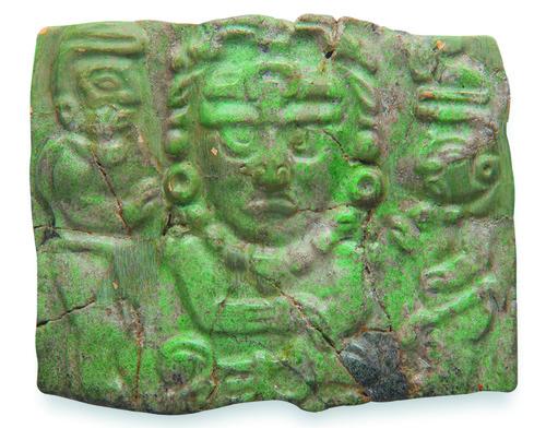 Pectoral de jade con la figura del dios solar