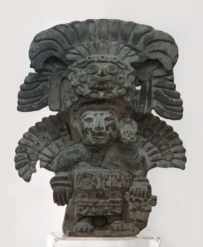 Urna con representación de Pitao Cocijo, dios de los truenos y la lluvia