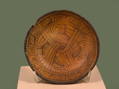 Plato con el glifo movimiento; tradición Aztatlán