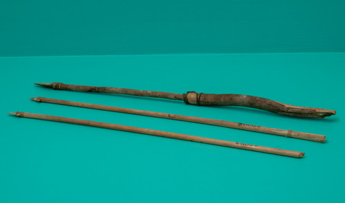 2 Flechas y 1 Flecha Enmangada