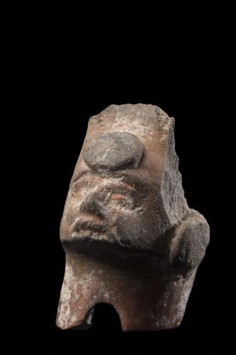 Fragmento de soporte con rostro