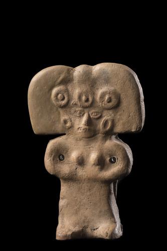 Figurilla femenina tres chalchihuitl
