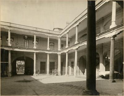 Ángulo sureste del patio de la Ex-aduana de Santo Domingo