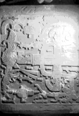Relieves escultóricos mayas, parte superior en la lápida del sarcófago de Pakal, detalle