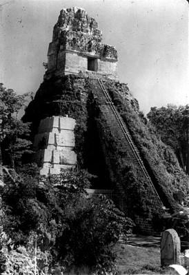 Templo II durante su restauración arquelógica