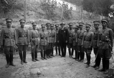 Jefes y oficiales del ejército, retrato de grupo