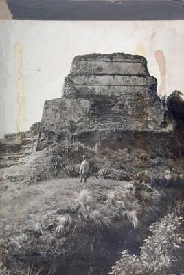 Hombre en la parte posterior Templo del Tepozteco