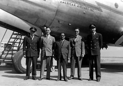 Juan Guillermo Villasana López y pilotos aviadores, retrato de grupo