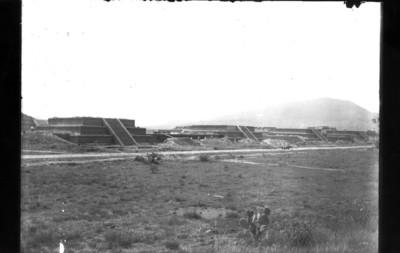 Vista de los basamentos de la Ciudadela durante su reconstrucción