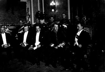 Alvaro Obregón con embajadores en Palacio Nacional